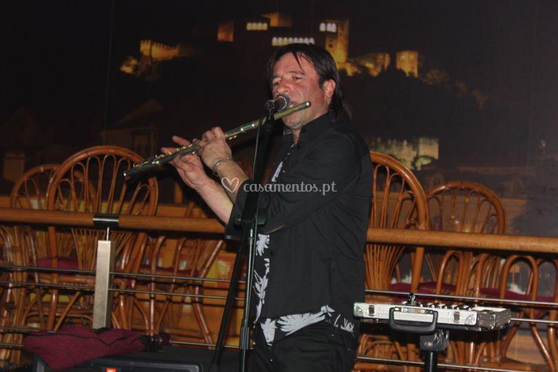 Johnny Pipe em flauta