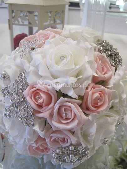 Bouque flores e joías