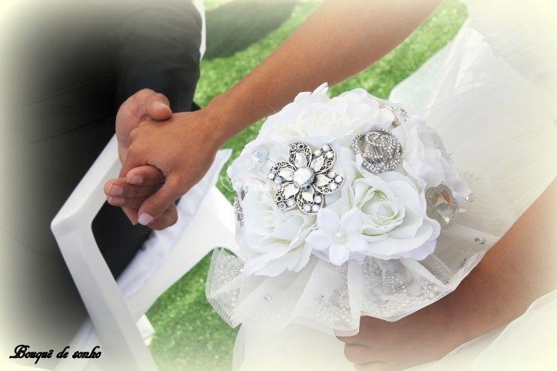 Bouquê com flores e jóias