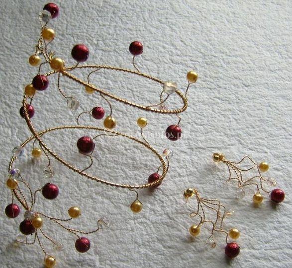Conjunto Tanya, em Dourados e vermelho escuro