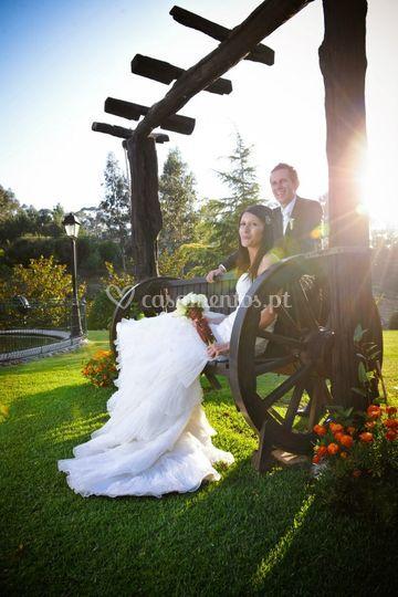 Os noivos no jardim