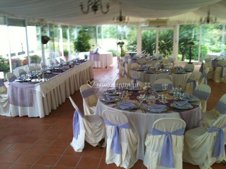 Mesas com decoração Lilás