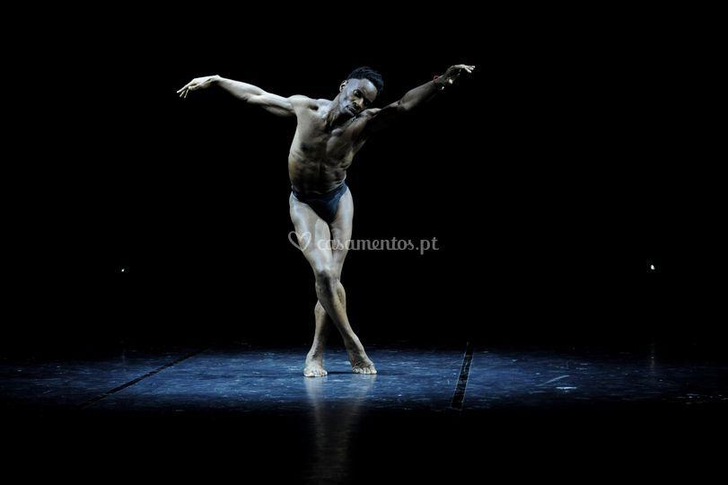 Bailarinos contemporâneos