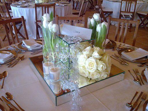 Arranjo de flores e velas