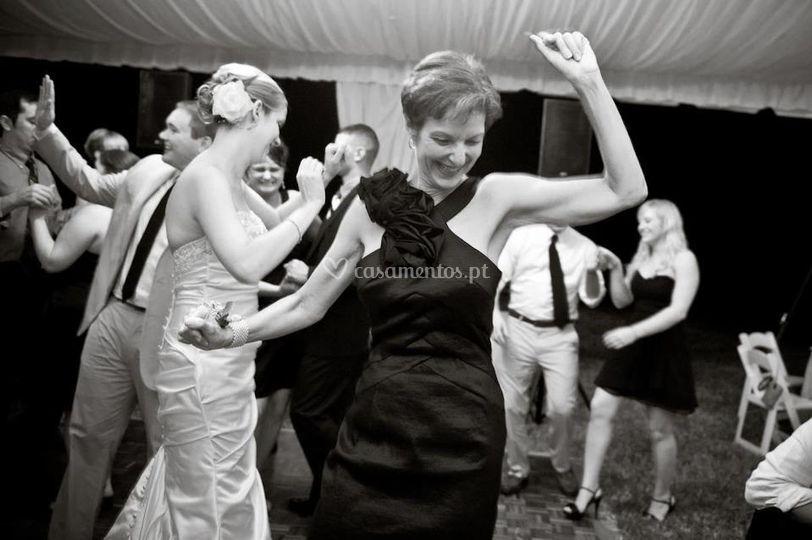 Quem Casa Quer Dança