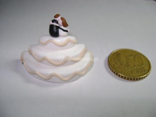 Bolo com noivos