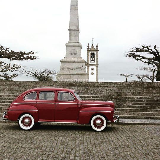 Ford 1946 V8 - Super Deluxe.
