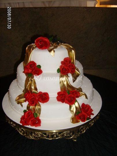 Bolo decorado com rosas
