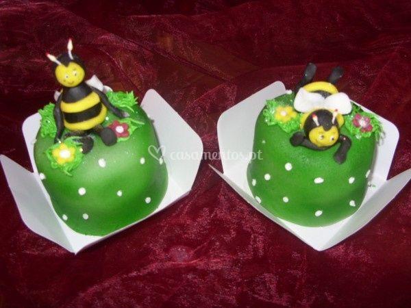Mini bolos abelhinhas