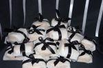 Petit fours preto e branco de Doces Cria��es