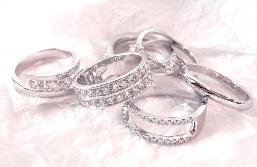 Alianças com diamantes