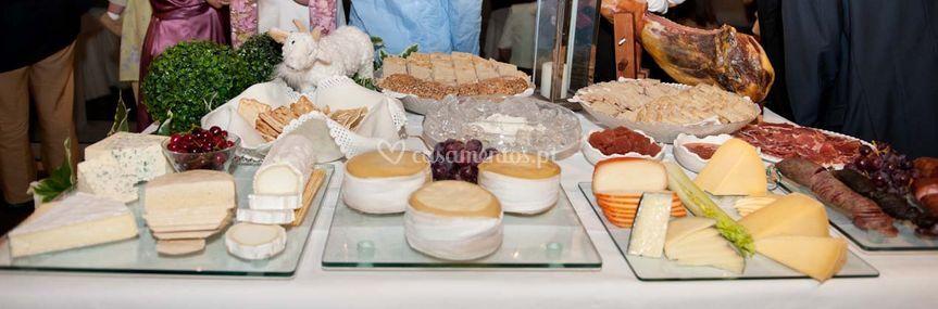 Mesa queijos e fumados