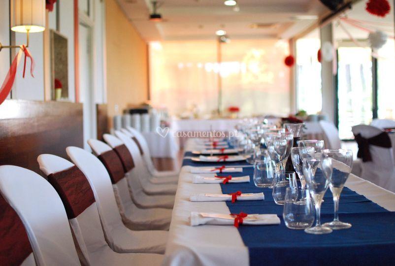 Mesa dos noivos e padrinhos