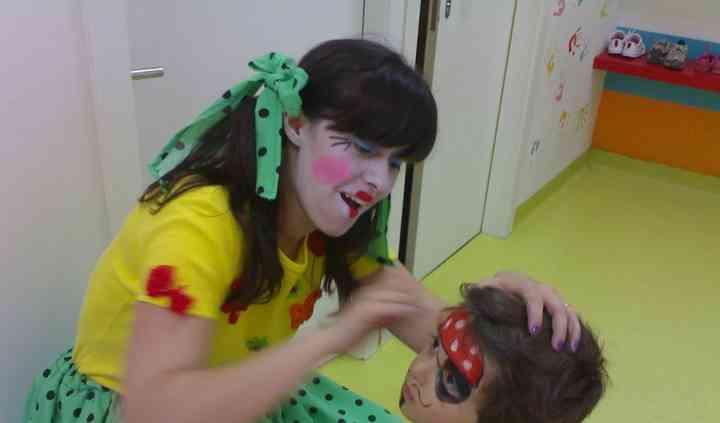 Pintura facial com a boneca Si