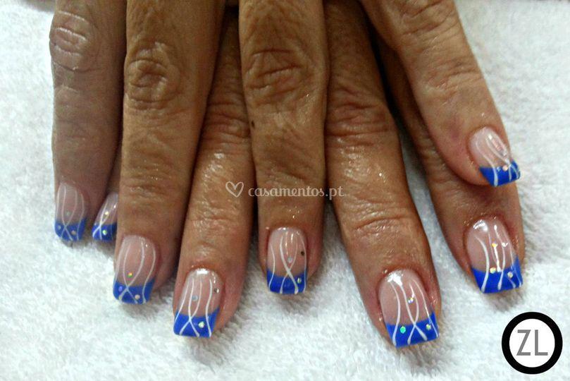 Gel azul e clear c/ nail art