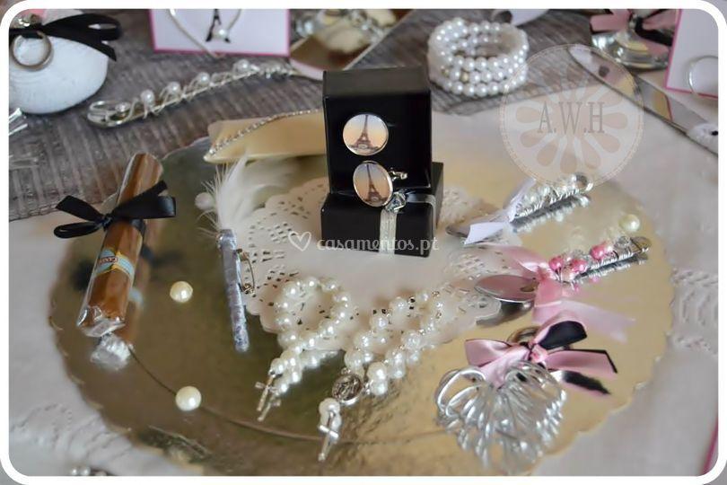 Vários adereços e botões punho