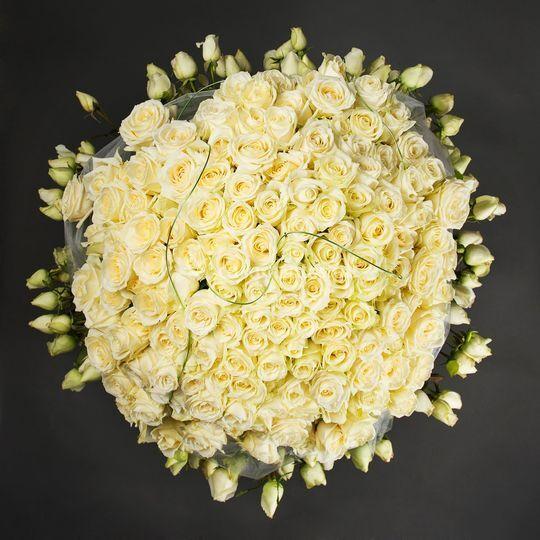 Cesto com 250 rosas