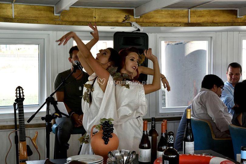 Ninfas com dança tradicional