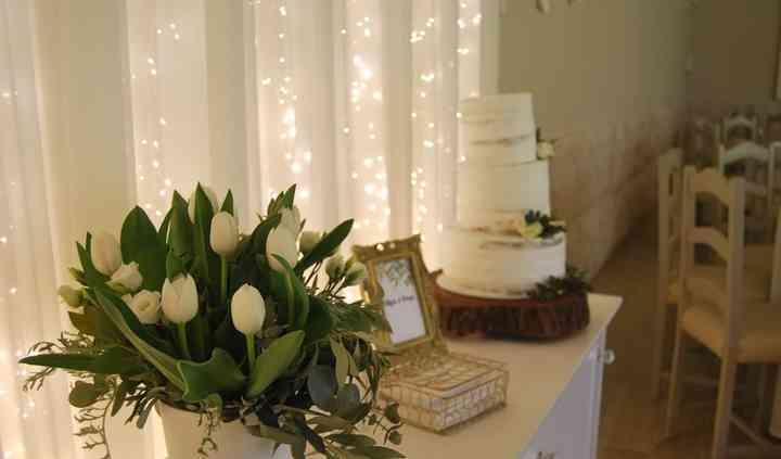 Mesa do bolo simples