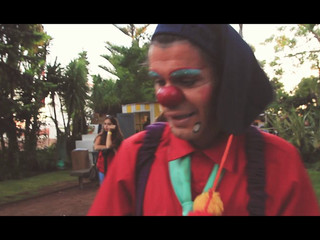 Performance de Clown e Fogo
