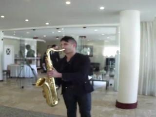 Entrada dos noivos com saxofonista