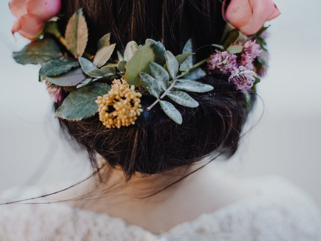 Penteados com flores naturais: 10 propostas românticas