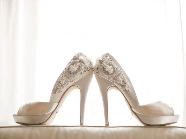 Sapatos com pedraria para as noivas mais elegantes