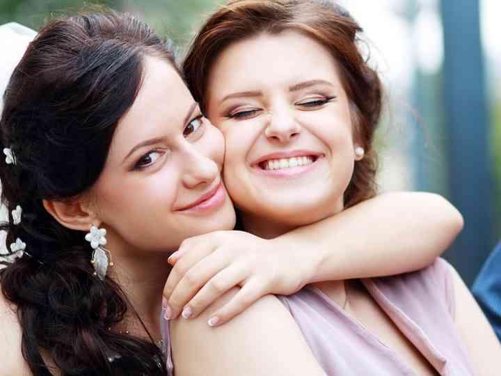 As irmãs são as melhores damas de honor: explicamos porquê!