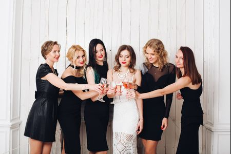 Vestidos pretos para as damas de honor: sim ou não?