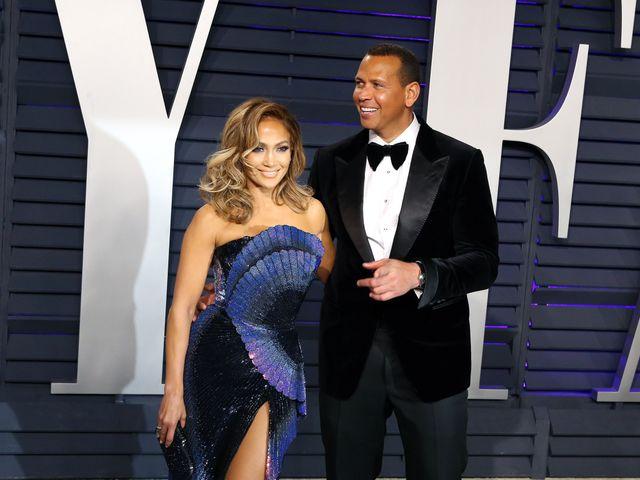 Jennifer Lopez está oficialmente comprometida