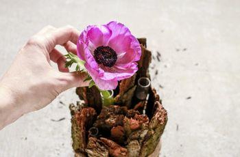 Centro de mesa com madeira e flores feitos por ti
