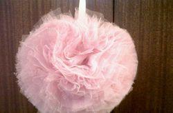 Pompons de tule para decorar o teu casamento