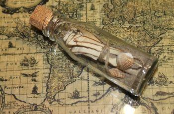 Convites de casamento numa garrafa de vidro
