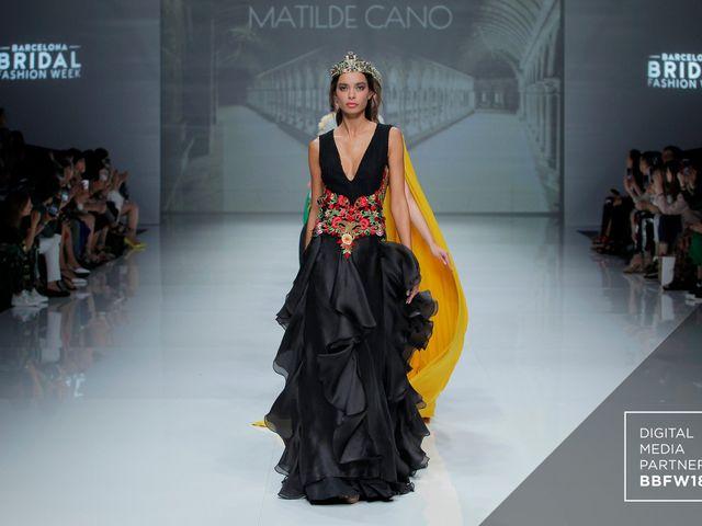 Matilde Cano 2019: vestidos de festa com ar medieval