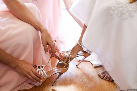 Sapatos de noiva com brilhantes e aplicações: inspira-te com esta tendência e arrasa no teu casamento