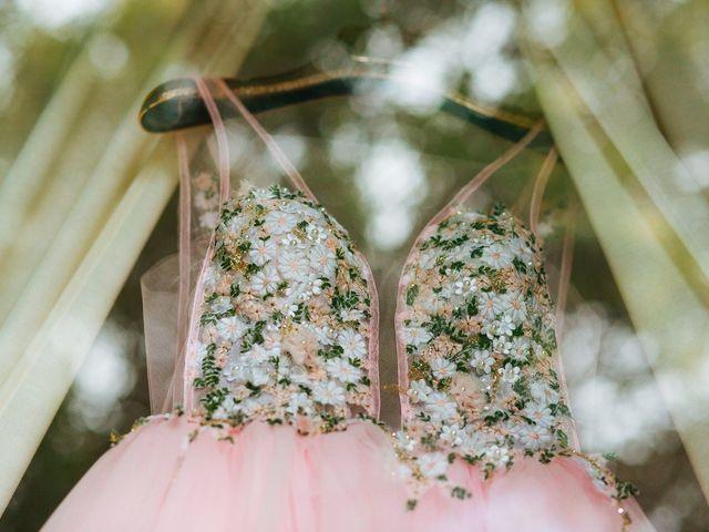 Look de noiva com detalhes rosa