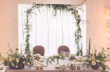 Quem sentar na mesa dos noivos?
