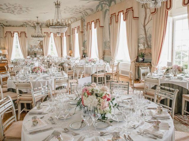 Decoração clássica para as mesas dos convidados