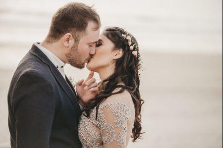 O casamento de Leonardo e Thayse: romance à beira mar