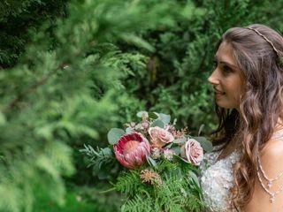 Into Bloom - Floral Design & Eventos 4