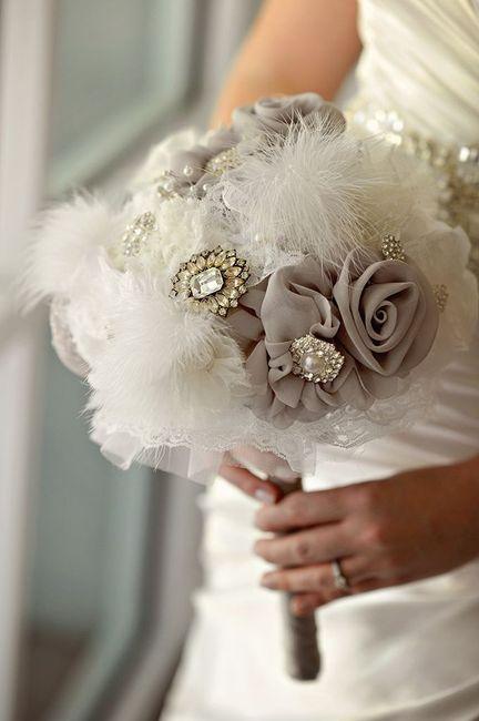 Bouquet tecido e plumas