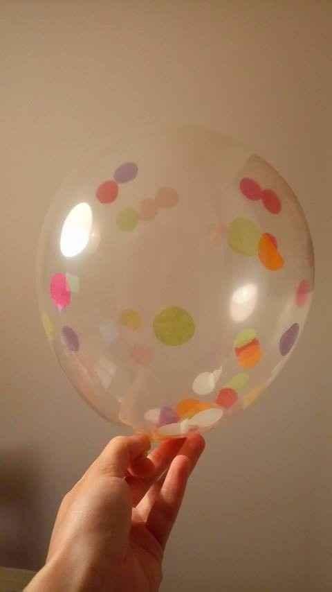 balões com confettis