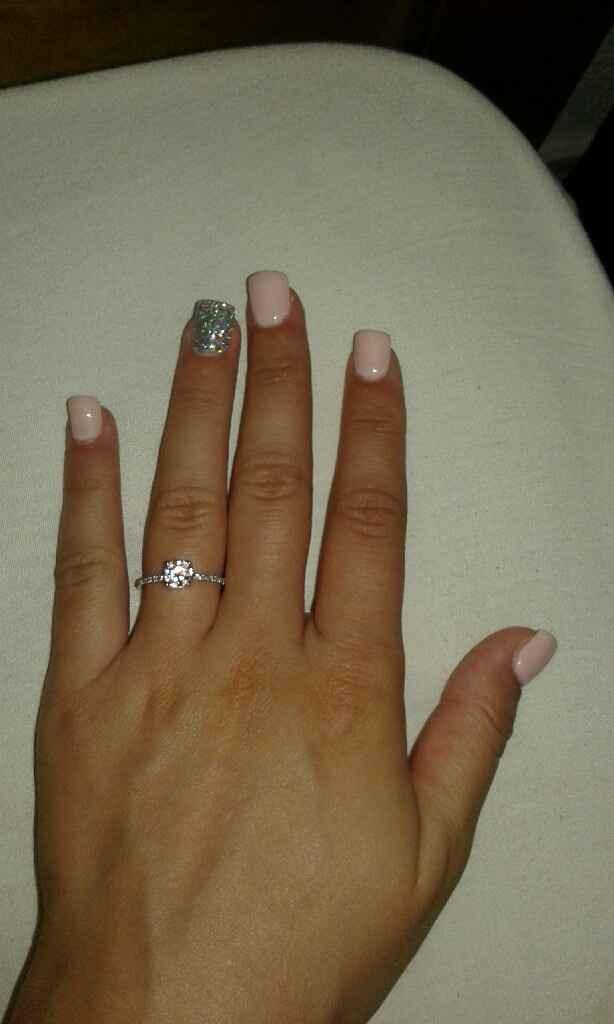 Eis o anel de noivado :) - 2