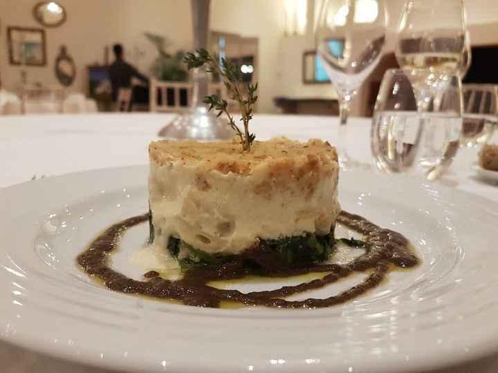 Bacalhau em crosta de broa com verdes salteados e azeite aromatizado com azeitonas secas
