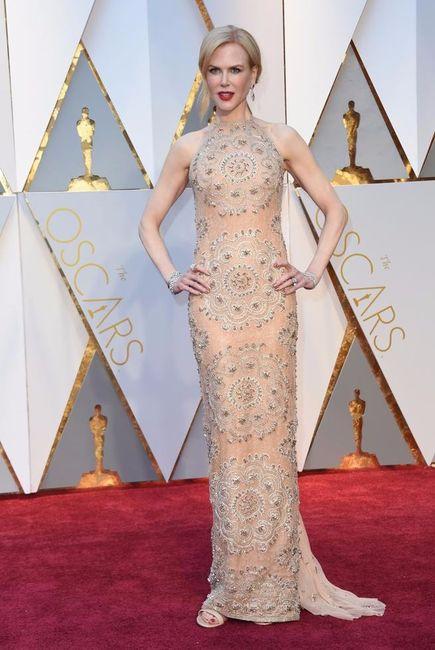 Kirsten Dunst lança para elegância no Oscar 2017, mas