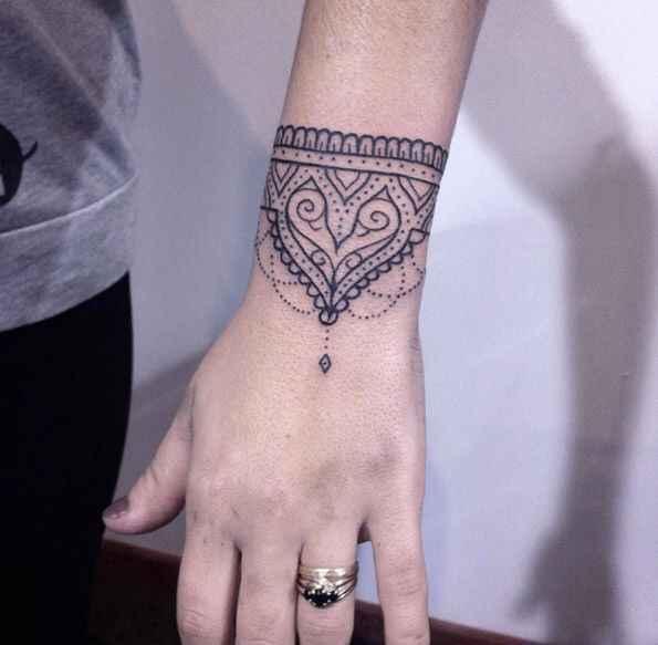 Noivas tatuadas - qual a vossa opinião? - 1