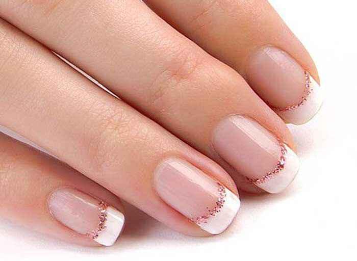Gostas de manicures com detalhes brilhantes? - 1