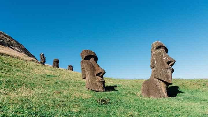 Ilha de Páscoa, Polinésia Oriental  Famosa por conta de suas enormes estátuas humanoides, a ilha mai
