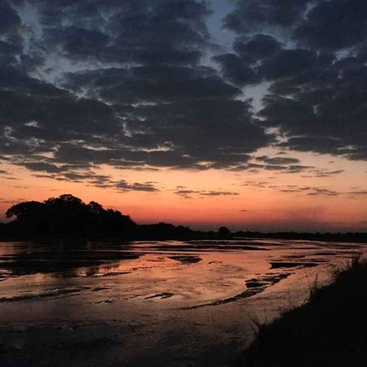 """Zâmbia, África:  O destino é ideal para casais que curtem natureza e calor.  """"O casal pode visitar e"""