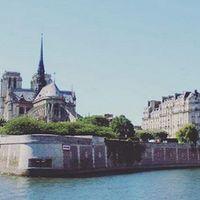 A Ilha da Cidade é a minha parte favorita de Paris, acho. É mesmo uma ilha!